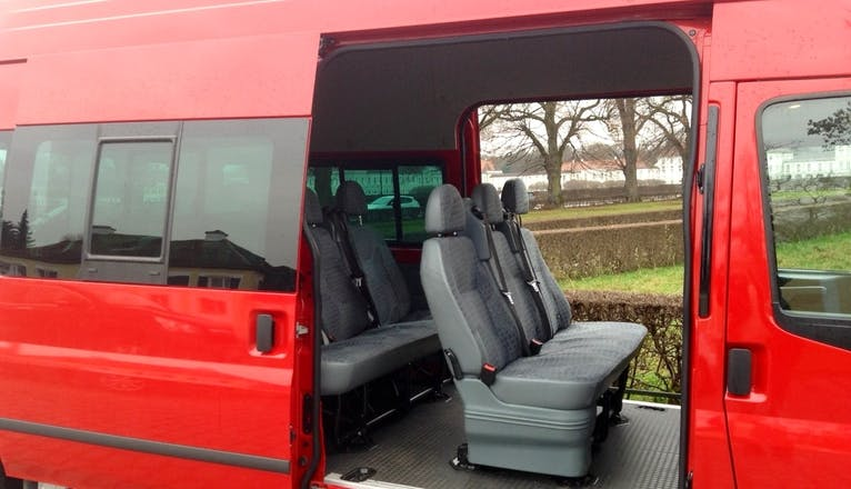 van ford transit kombi 2013 diesel 9 sitze in stuttgart ckerwaldstra e 36 mieten. Black Bedroom Furniture Sets. Home Design Ideas