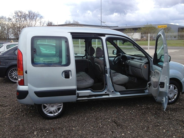 location renault kangoo 2006 diesel strasbourg place de la gare. Black Bedroom Furniture Sets. Home Design Ideas
