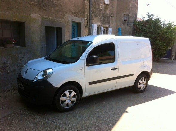 location utilitaire renault kangoo express 2009 diesel nancy 76 rue de la r publique. Black Bedroom Furniture Sets. Home Design Ideas
