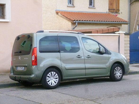 location citroen berlingo multispace 2010 diesel 7 places villeurbanne rue de la pr voyance. Black Bedroom Furniture Sets. Home Design Ideas