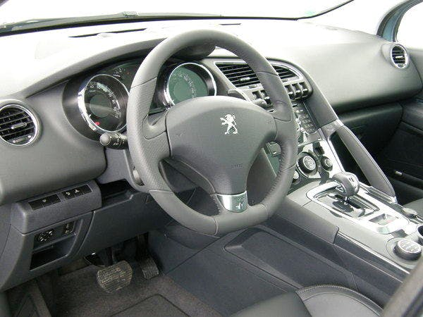 location peugeot 3008 2012 hybride automatique  u00e0 paris
