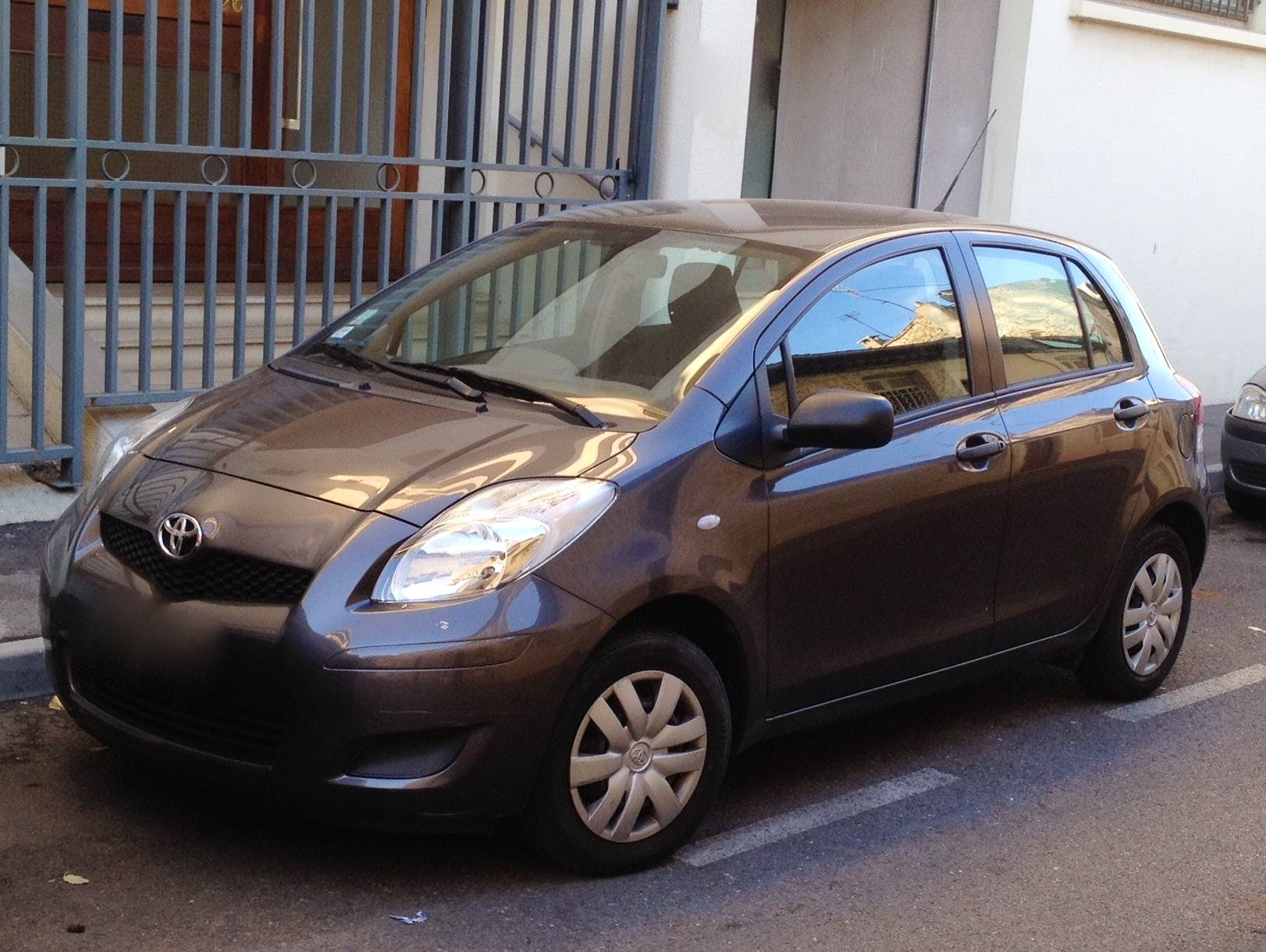 Toyota Yaris II, 2009, Essence