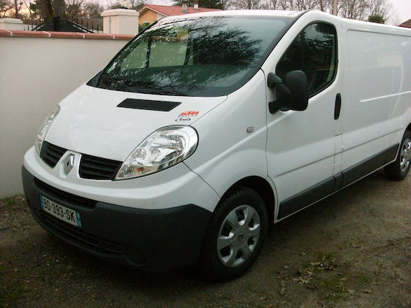 location utilitaire renault trafic 2008 diesel saint pierre du mont 30 chemin de lareigne. Black Bedroom Furniture Sets. Home Design Ideas