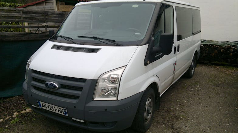 location minibus ford transit kombi 2009 diesel 9 places frontonas. Black Bedroom Furniture Sets. Home Design Ideas