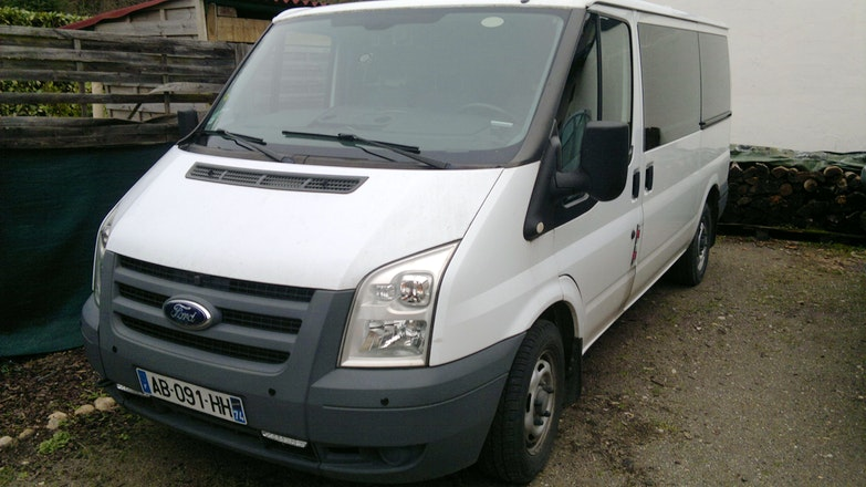 location minibus ford transit kombi 2009 diesel 9 places. Black Bedroom Furniture Sets. Home Design Ideas