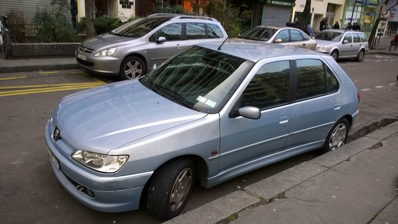 Location peugeot 306 2000 montrouge rue maurice arnoux for Interieur 306 annee 2000