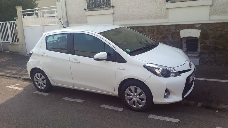 location toyota yaris 2012 automatique vitry sur seine rue talma. Black Bedroom Furniture Sets. Home Design Ideas