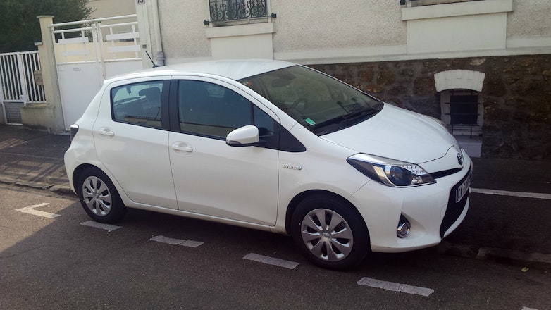 location toyota yaris 2012 hybride automatique vitry sur seine rue talma. Black Bedroom Furniture Sets. Home Design Ideas
