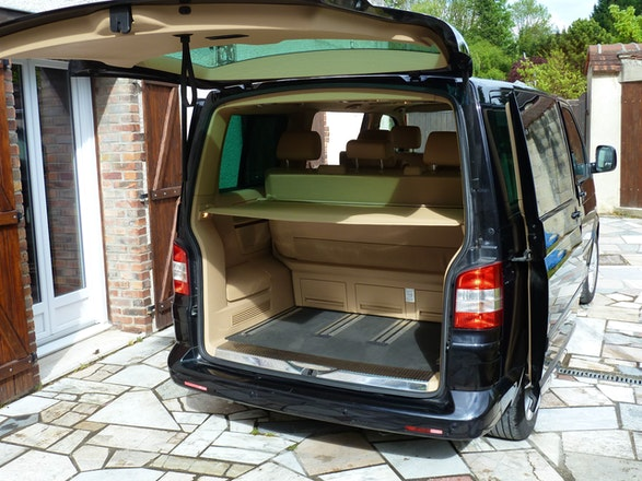 location minibus volkswagen multivan 2008 diesel 7 places m ry sur oise. Black Bedroom Furniture Sets. Home Design Ideas