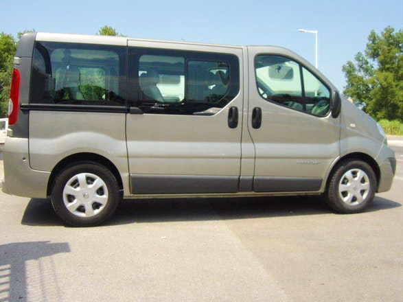 location minibus renault trafic passenger 2008 diesel 9 places clermont ferrand 32 rue victor. Black Bedroom Furniture Sets. Home Design Ideas