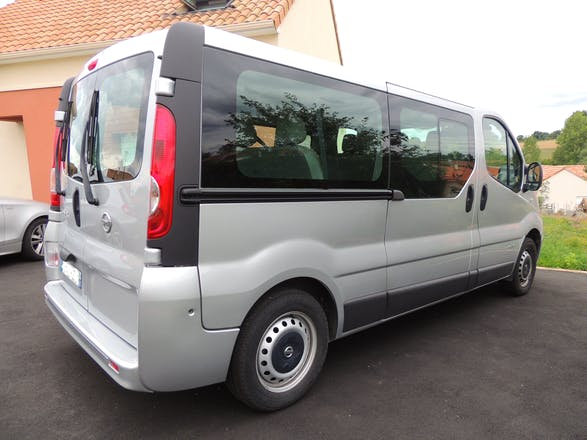 location minibus nissan primastar 2010 diesel 9 places. Black Bedroom Furniture Sets. Home Design Ideas