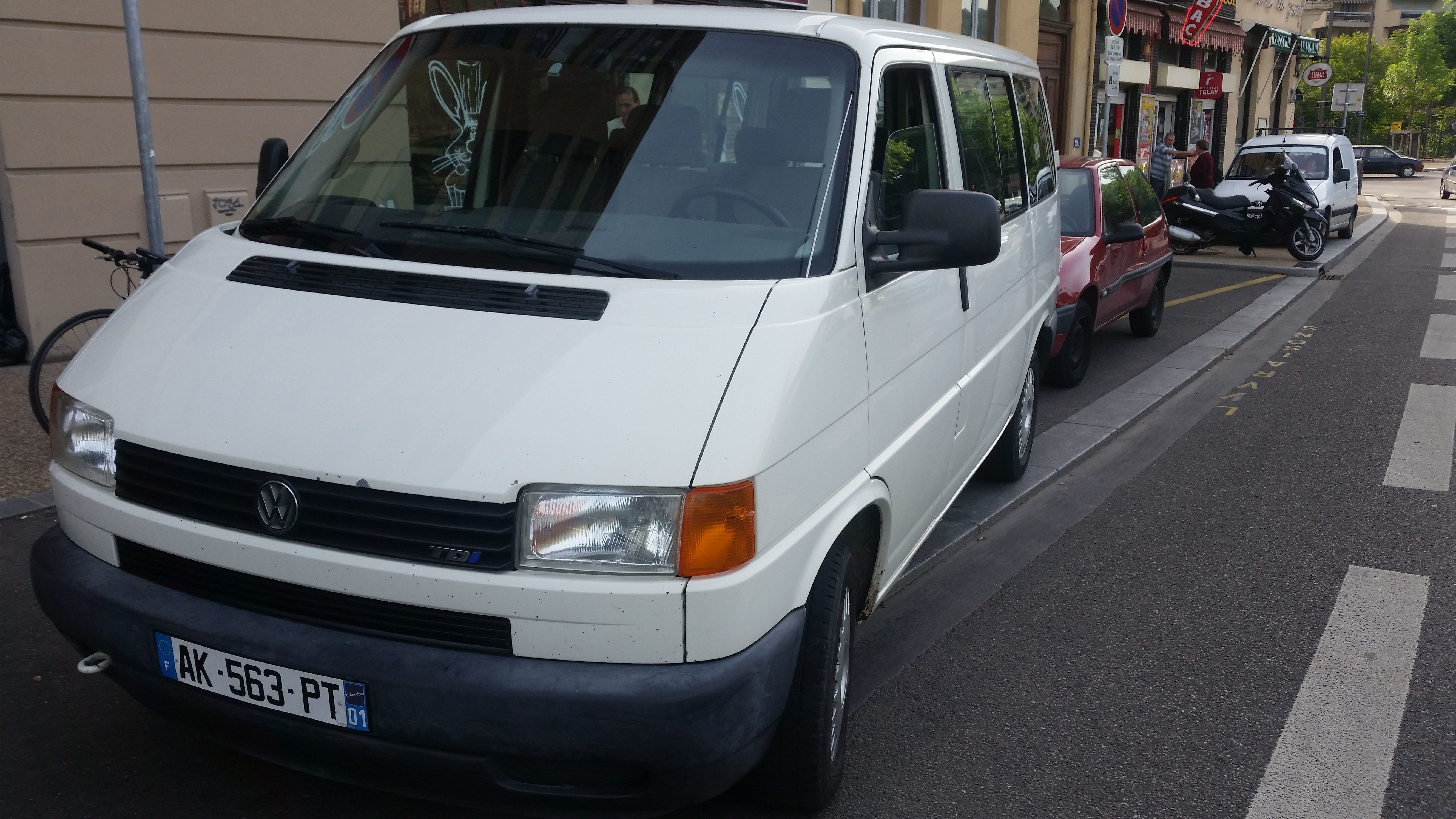 vw  transporter 2.5 tdi 9 places , 2003, Diesel, 9 places et plus