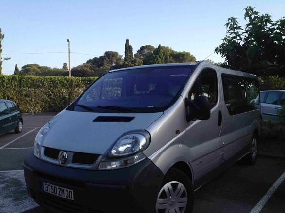 location minibus renault trafic passenger 2006 diesel 6 places mauguio 48 rue du mistral. Black Bedroom Furniture Sets. Home Design Ideas