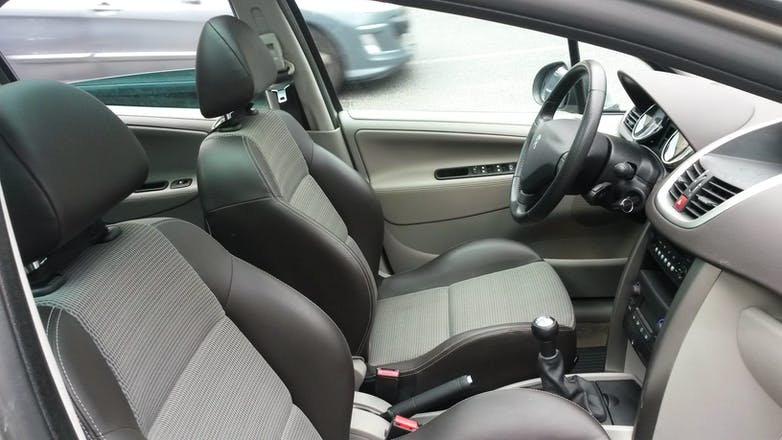 Location peugeot 207 sw 2008 diesel chartres 59 rue for Moquette inondee 207