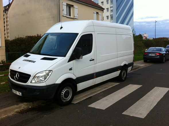 location utilitaire mercedes sprinter 2008 diesel orl ans 25 rue fran ois margottin. Black Bedroom Furniture Sets. Home Design Ideas