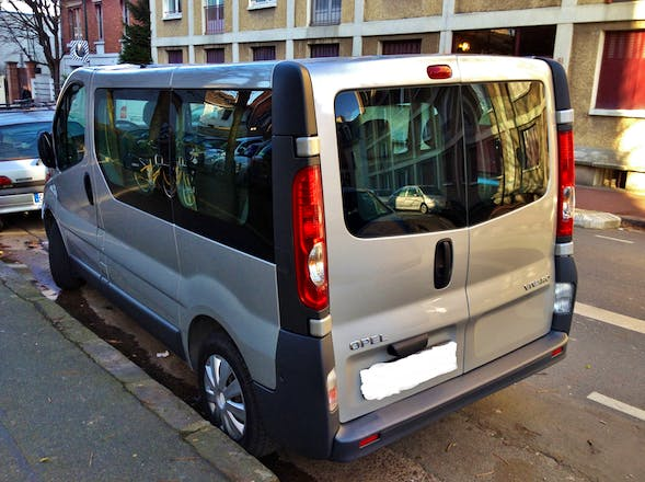 Location minibus opel vivaro combi 2009 diesel 9 places malakoff 8 passage du th atre - Location minibus 9 places carrefour ...
