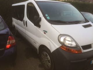 location minibus renault trafic passenger 2005 diesel 9 places toulouse rue robert mesuret. Black Bedroom Furniture Sets. Home Design Ideas