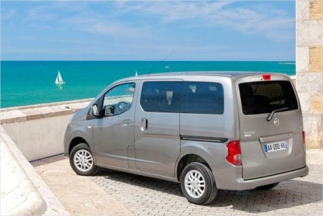 location minibus nissan evalia 2012 diesel 7 places marignane. Black Bedroom Furniture Sets. Home Design Ideas