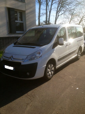 Location minibus citroen jumpy multispace 2008 diesel 9 for Interieur jumpy 9 places
