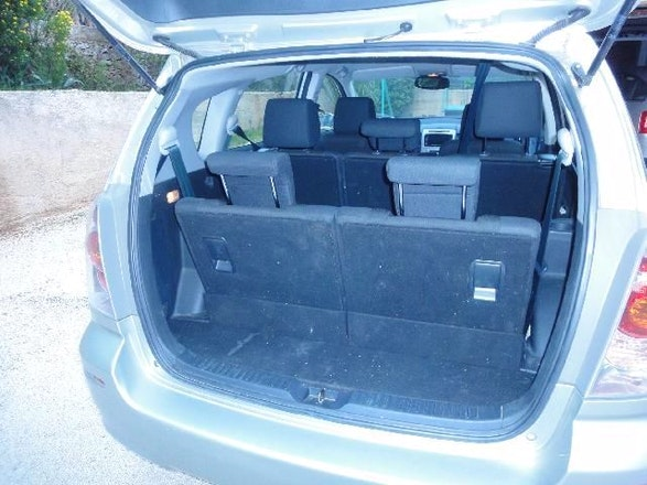 location toyota corolla verso 2005 automatique 7 places. Black Bedroom Furniture Sets. Home Design Ideas