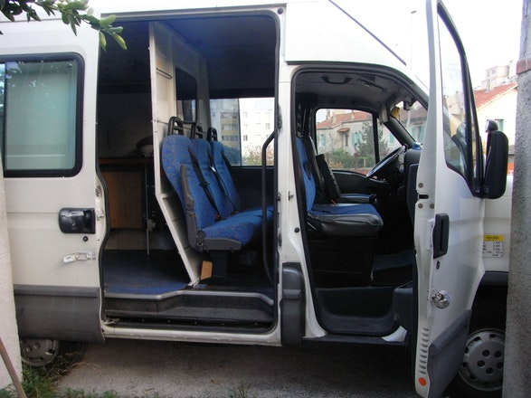 location iveco daily chassis double cabine 2002 diesel 6 places toulon 295 quai rivi re neuve. Black Bedroom Furniture Sets. Home Design Ideas