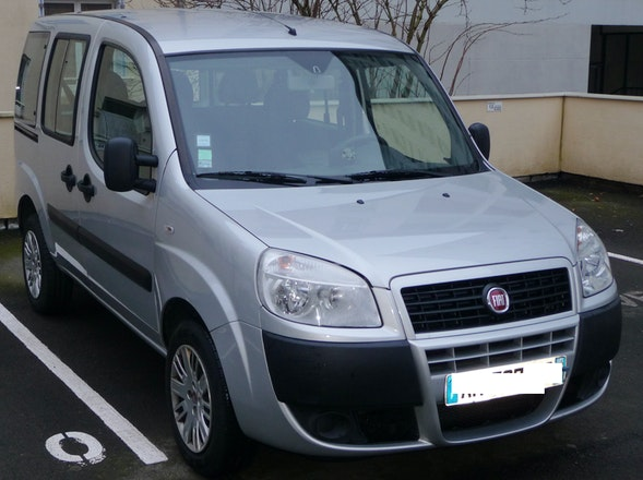 location fiat doblo 2009 diesel rennes 43 rue de lorgeril 35000 rennes france. Black Bedroom Furniture Sets. Home Design Ideas