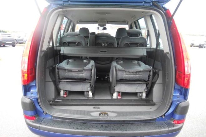 Location citroen c8 2004 diesel 7 places thenon for Interieur c8 8 places
