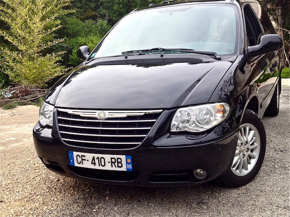 location chrysler voyager 2007 diesel automatique 7 places nice port lympia. Black Bedroom Furniture Sets. Home Design Ideas