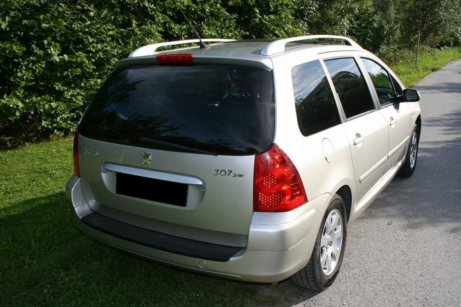 Peugeot Break 307 SW, toit panoramique, clim (non fumeur), 2004, Essence, 6 places