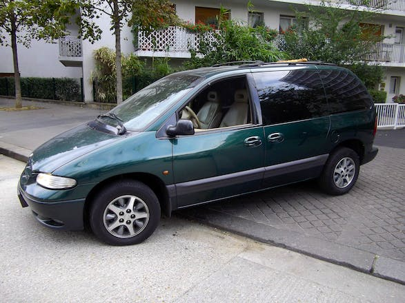 location chrysler voyager 1998 automatique 7 places paris place de rungis. Black Bedroom Furniture Sets. Home Design Ideas