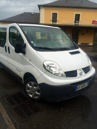 location minibus renault trafic passenger 2010 diesel 9 places montpellier 12 rue des tamaris. Black Bedroom Furniture Sets. Home Design Ideas