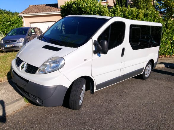 location minibus renault trafic passenger 2008 diesel 9 places toulouse rue de lisieux. Black Bedroom Furniture Sets. Home Design Ideas