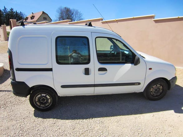 location utilitaire renault kangoo express 2017 diesel b ziers gare de beziers. Black Bedroom Furniture Sets. Home Design Ideas