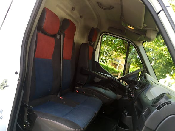 location utilitaire renault master 2010 diesel paris place de la nation. Black Bedroom Furniture Sets. Home Design Ideas
