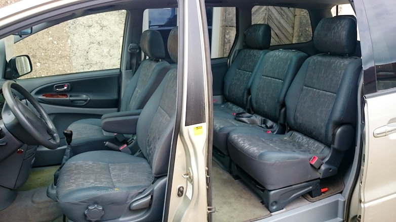 location toyota previa 7 places antibes. Black Bedroom Furniture Sets. Home Design Ideas