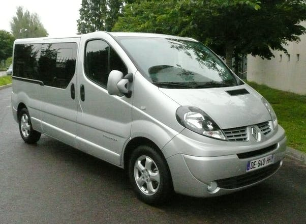 location minibus renault trafic passenger 2014 diesel automatique 9 places lyon 27 avenue