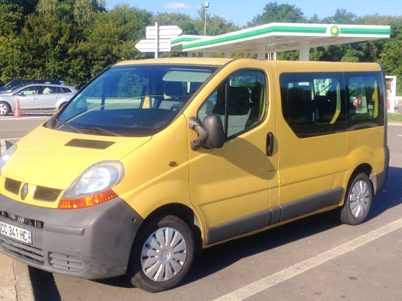 location minibus renault trafic passenger 2002 diesel 9 places villars les dombes place du. Black Bedroom Furniture Sets. Home Design Ideas