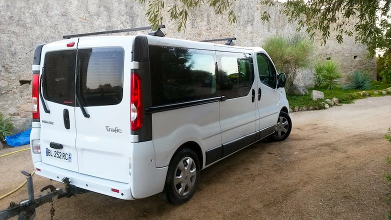location minibus renault trafic passenger 2007 diesel 9 places ajaccio route de campo dell oro. Black Bedroom Furniture Sets. Home Design Ideas