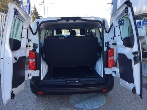 location minibus peugeot expert tepee 2016 diesel 9 places orange 20 rue antony r al. Black Bedroom Furniture Sets. Home Design Ideas