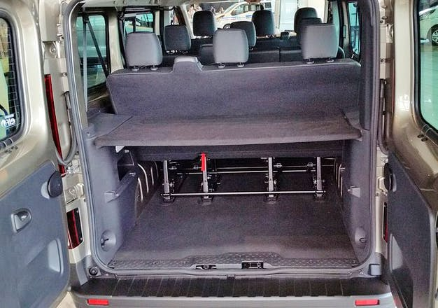 location minibus renault trafic passenger 2017 diesel 9 places lyon 3 rue varichon. Black Bedroom Furniture Sets. Home Design Ideas