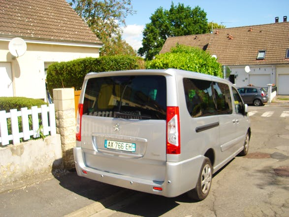 location minibus peugeot expert tepee 2009 diesel 9 places maubeuge 2 rue henri becquerel. Black Bedroom Furniture Sets. Home Design Ideas