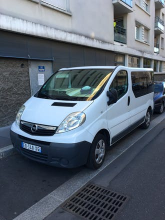 location minibus opel vivaro combi 2007 diesel 9 places villeneuve la garenne 4 square paul. Black Bedroom Furniture Sets. Home Design Ideas