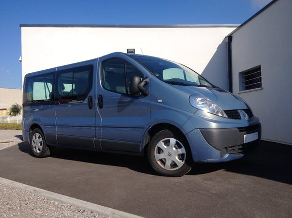 location minibus renault trafic passenger 2012 diesel 9 places calais 200 pierre clostermann. Black Bedroom Furniture Sets. Home Design Ideas