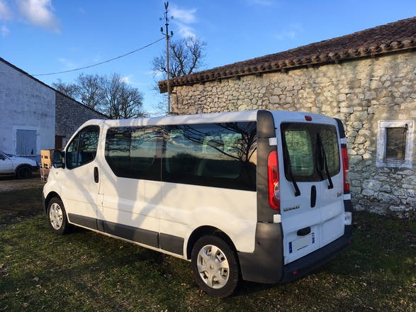 location minibus renault trafic passenger 2012 diesel 9 places palaiseau chemin de la vauve. Black Bedroom Furniture Sets. Home Design Ideas