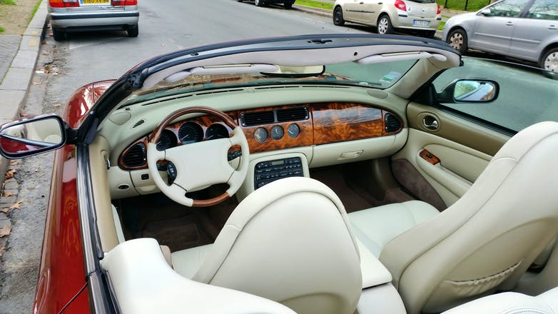 location jaguar xk8 cabriolet 1998 automatique saint. Black Bedroom Furniture Sets. Home Design Ideas