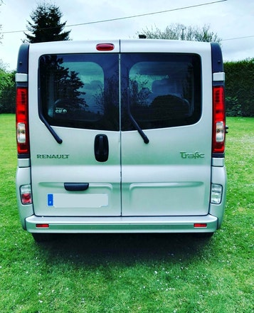 location renault trafic passenger 2013 diesel 9 places le grand quevilly avenue des provinces. Black Bedroom Furniture Sets. Home Design Ideas