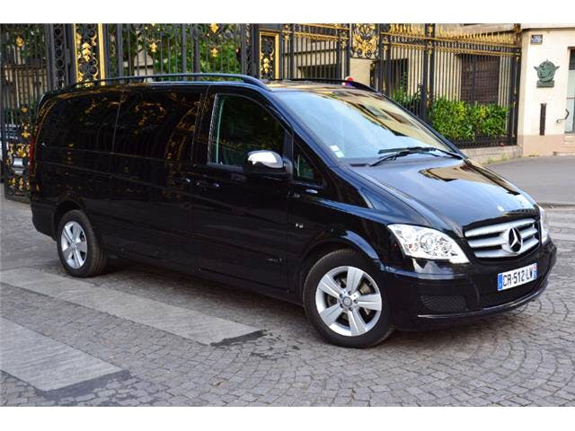 Mercedes Viano . Auto. Diesel. 8 Places. Luxe. Clim. GPS. CD. USB. Bluetooth, avec Climatisation