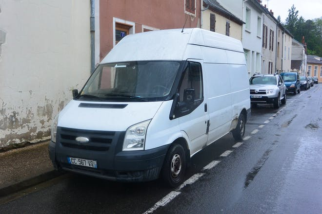 location utilitaire ford transit fourgon 2006 diesel cusset cours lafayette. Black Bedroom Furniture Sets. Home Design Ideas