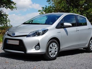 location toyota yaris 2012 hybride automatique uccle dr ve de carloo. Black Bedroom Furniture Sets. Home Design Ideas
