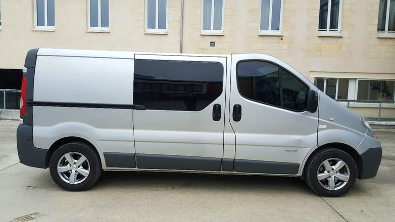 location utilitaire renault trafic double cabine 2012 diesel 6 places bordeaux 9 rue ferbos. Black Bedroom Furniture Sets. Home Design Ideas